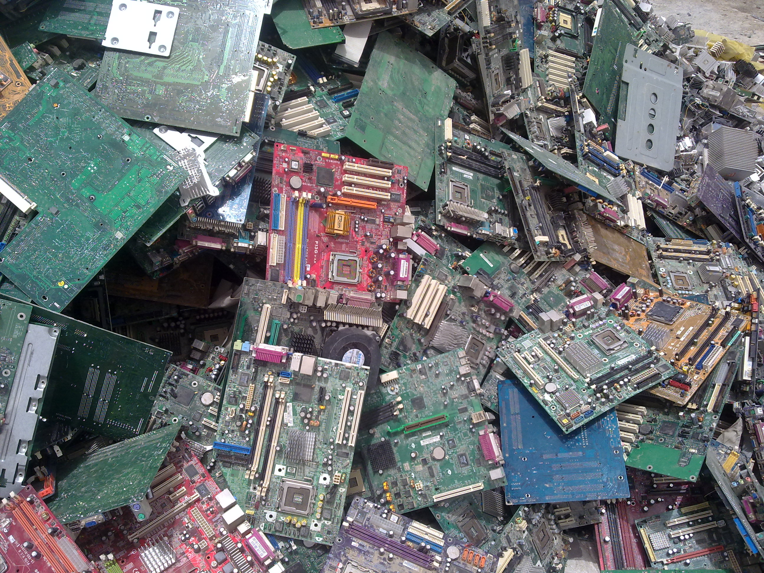 United Arab Emirates Scrapsell Offer Sr451156 Electronic Scrap Pc Circuit Pcb Computer And Telecom Boards Gold Date Posted